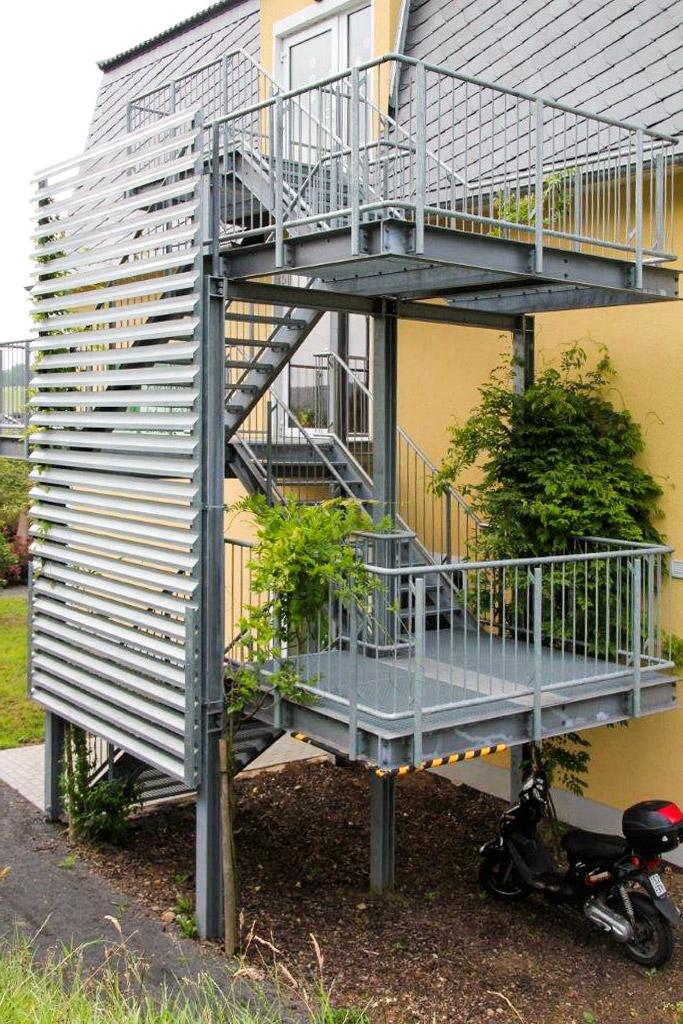 trier und metallbau tore zaunanlagen treppen. Black Bedroom Furniture Sets. Home Design Ideas